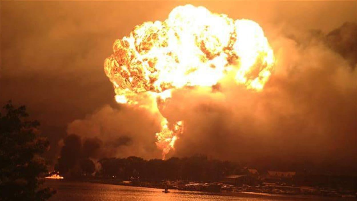 Au moins huit explosions ont été ressenties dans la nuit de vendredi à samedi à Lac-Mégantic.