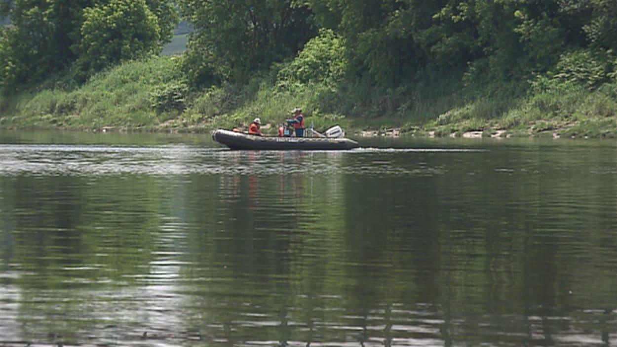 Des analyses de l'eau de la rivière Chaudière sont effectuées en Beauce.