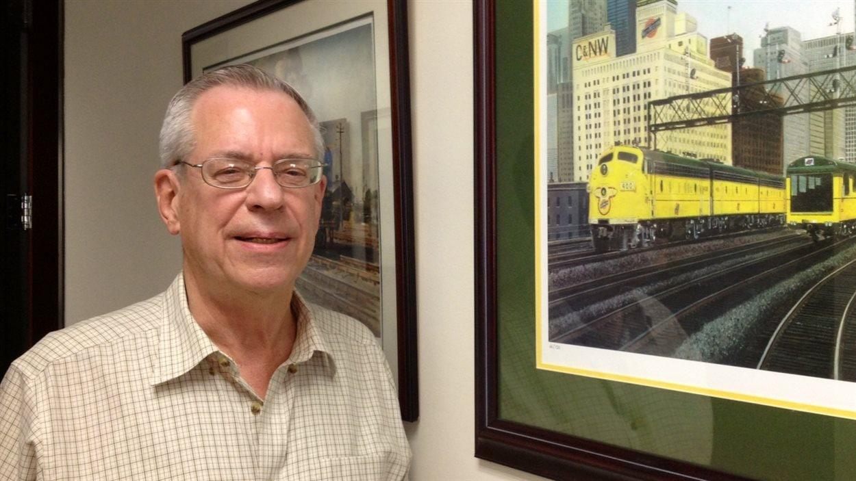 Ed Burkhardt, PDG de Rail World, lors d'une entrevue avec Radio-Canada à Chicago.