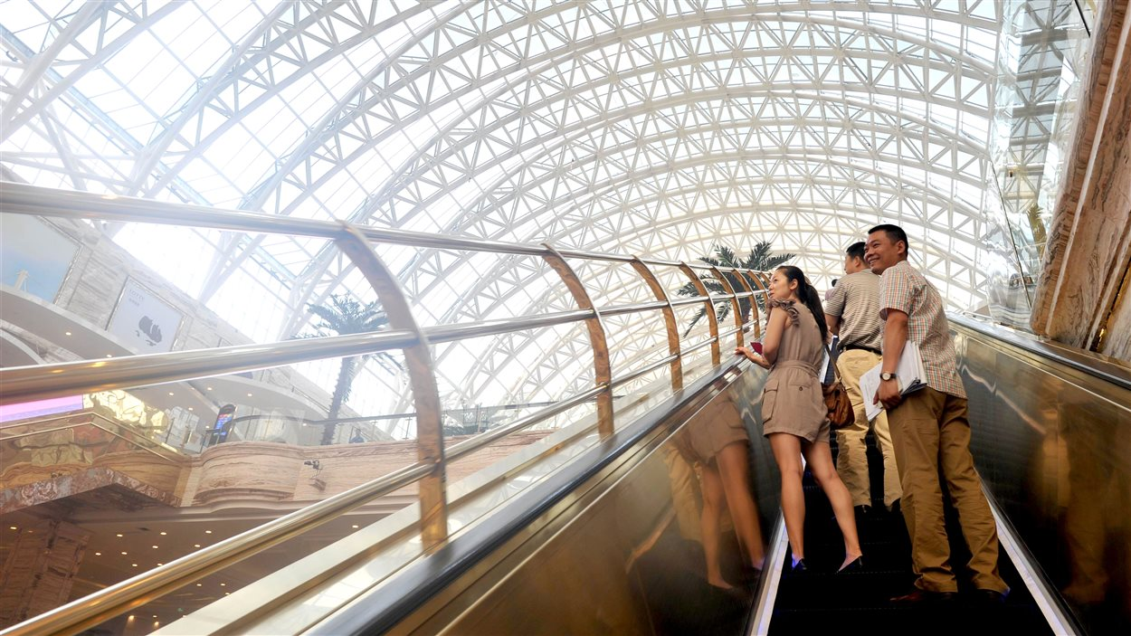 Un des escaliers roulants du New Century Global Center, à Chengdu, le 28 juin 2013