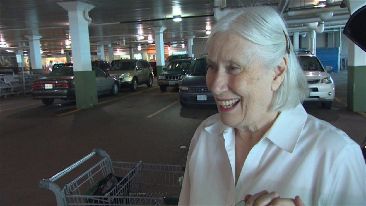 «Loblaws est une chaîne magnifique. Shoppers aussi. Ils devraient se bâtir séparément plutôt que de se jumeler et de s'effondrer.» - Joan Wilhelmina