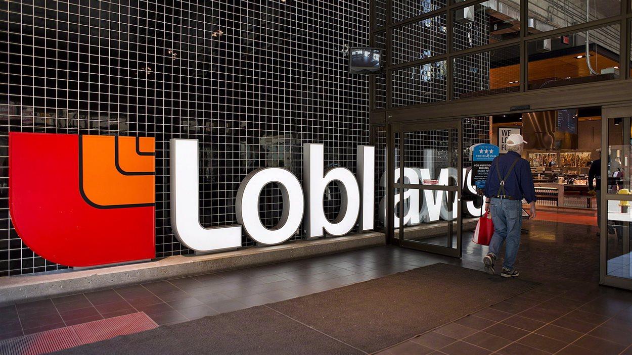 Une bannière de l'épicerie Loblaw au Canada