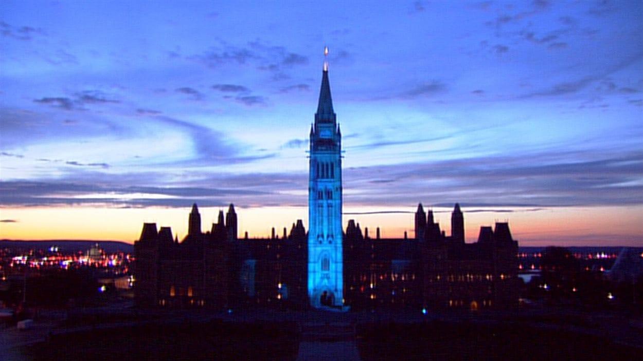 Parlement illuminé en bleu