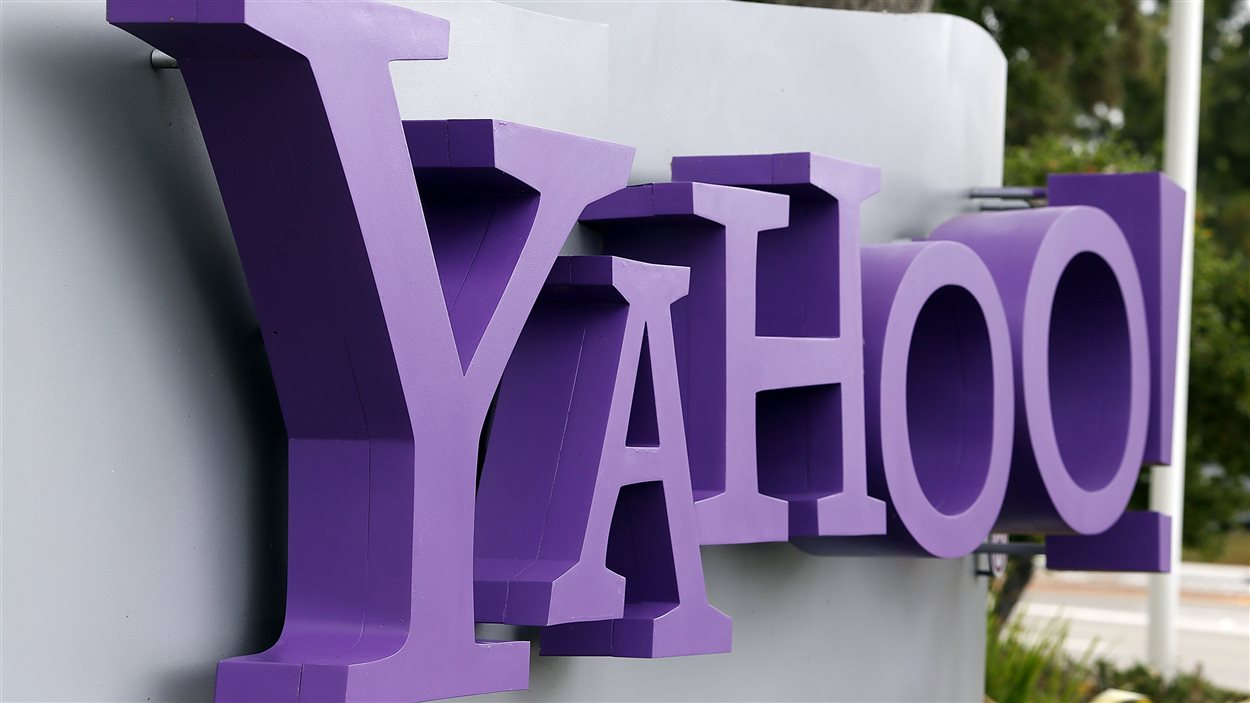 Logo de Yahoo à l'extérieur de son quartier général à Sunnyvale, en Californie, le 17 juillet 2012