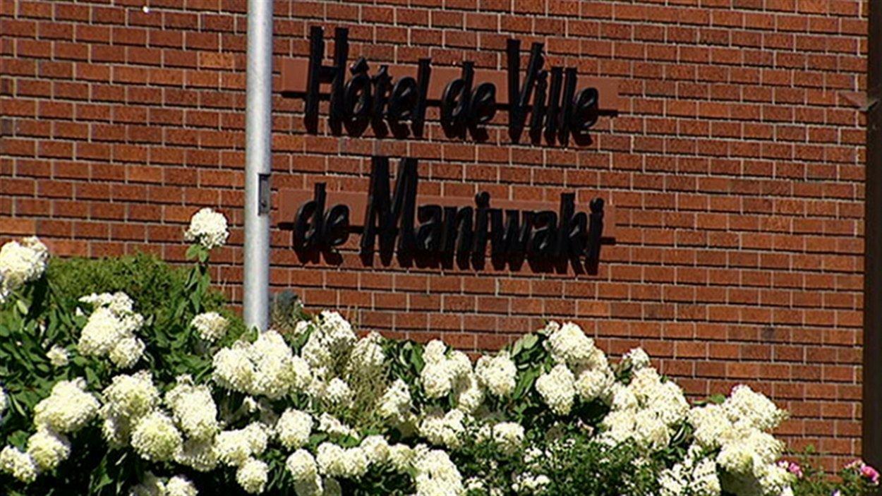 L'UPAC se rend à l'hôtel de ville de Maniwaki mardi.