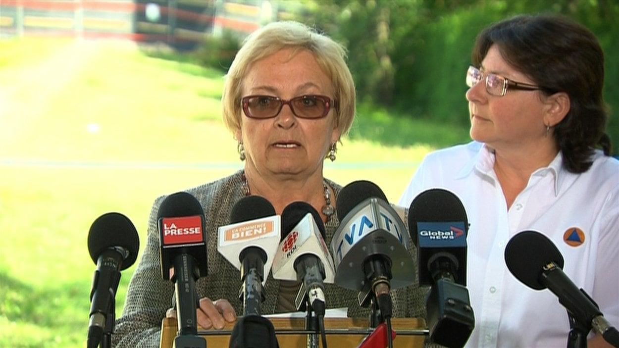 La mairesse de Lac-Mégantic, Colette Roy-Laroche, en point de presse le 25 juillet 2013