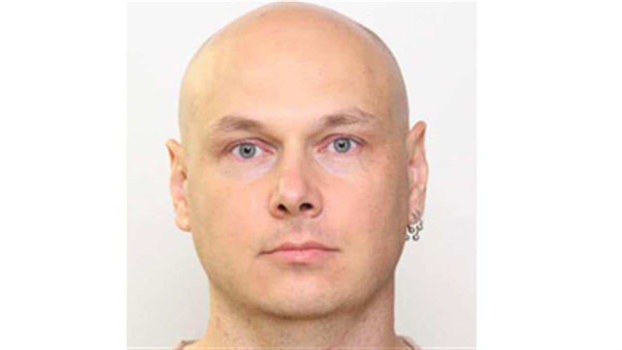 La police d'Edmonton a lancé un mandat d'arrêt contre Mark Marek.