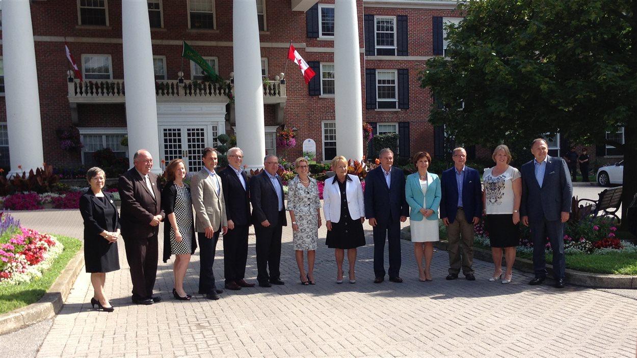 Les premiers ministres des provinces et des territoires.
