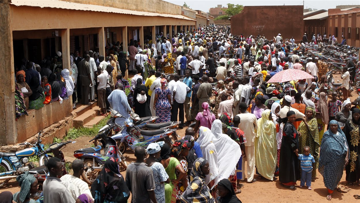 À Bamako, capitale malienne, les électeurs étaient nombreux à faire la file pour le premier tour de l'élection présidentielle, le 28 juillet 2013