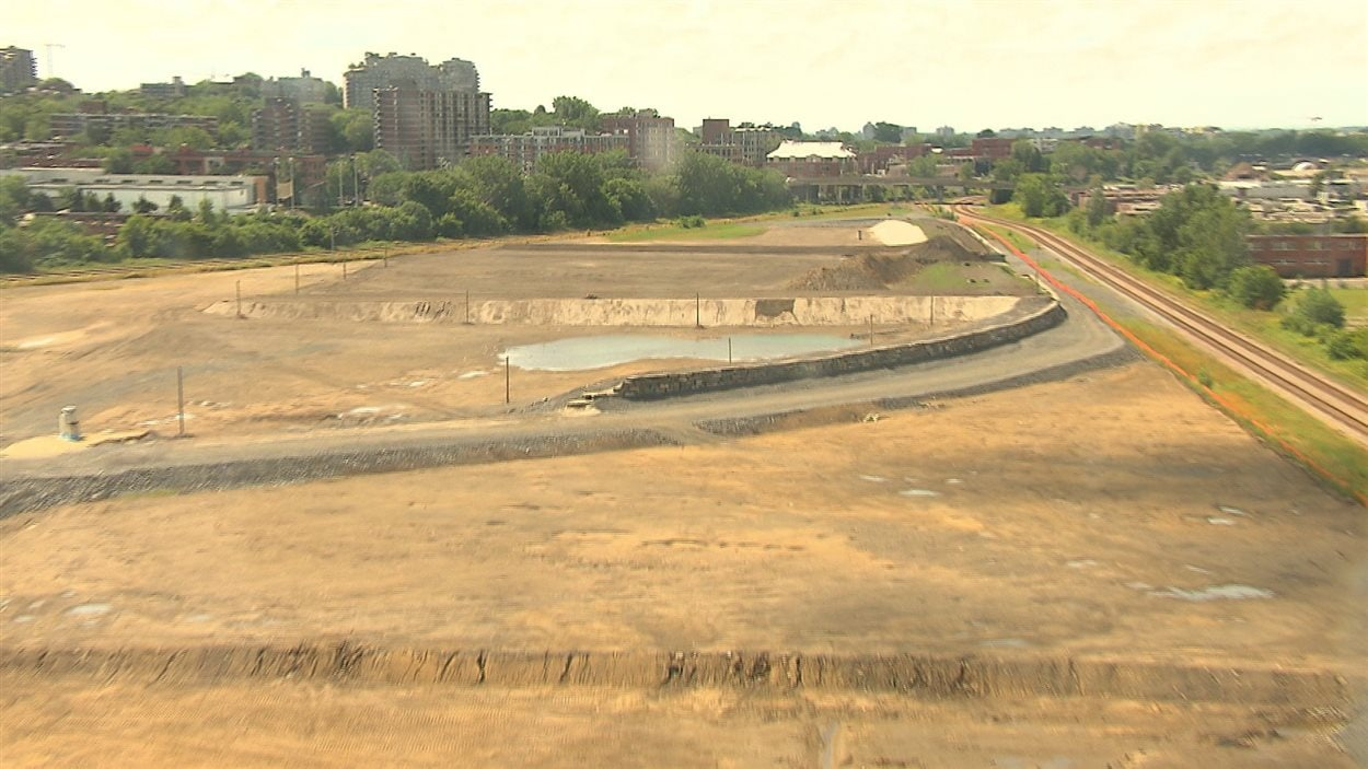 Terrain sur lequel le futur campus sera construit