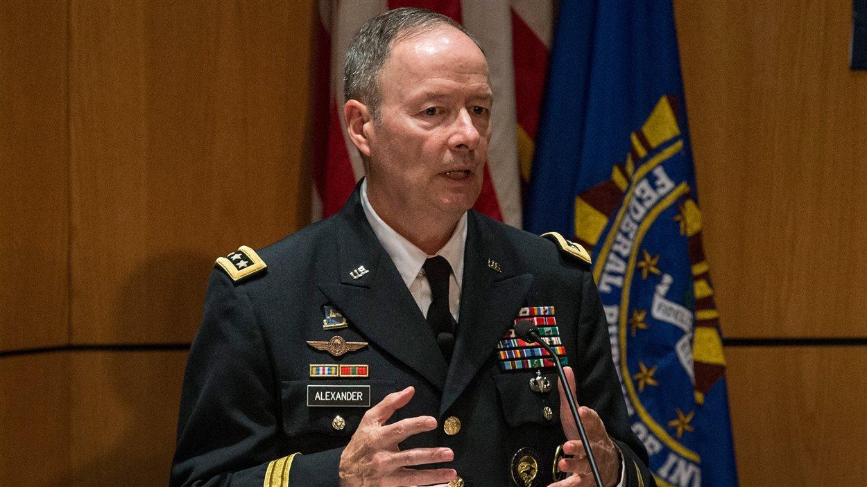 Keith Alexander, directeur de la NSA, lors d'une conférence sur la cybersécurité à New York