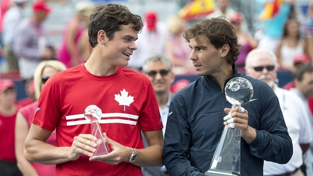 Milos Raonic (gauche) et Rafael Nadal (droite)