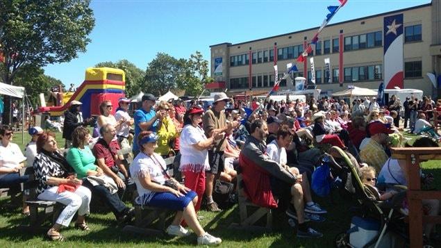 La foule à Caraquet, au Nouveau-Brunswick