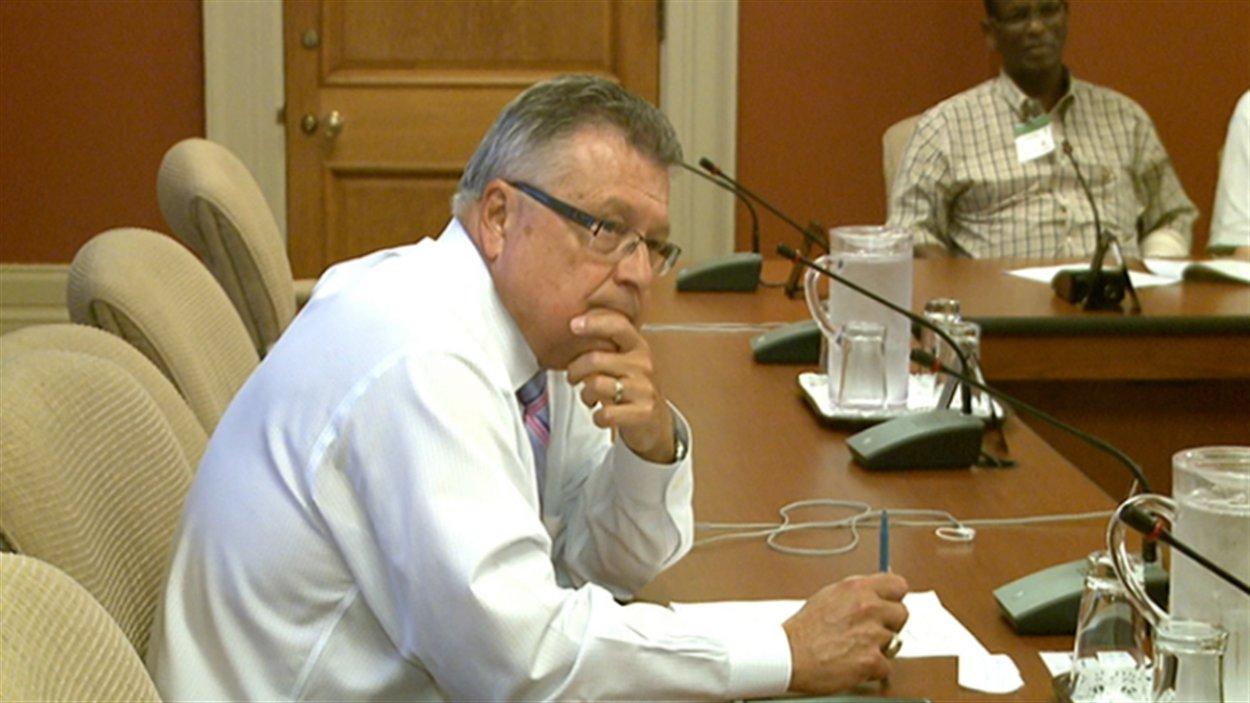 Les conducteurs d'autobus sont venus rencontrer le député Ralph Goodale, à l'origine du projet de loi.