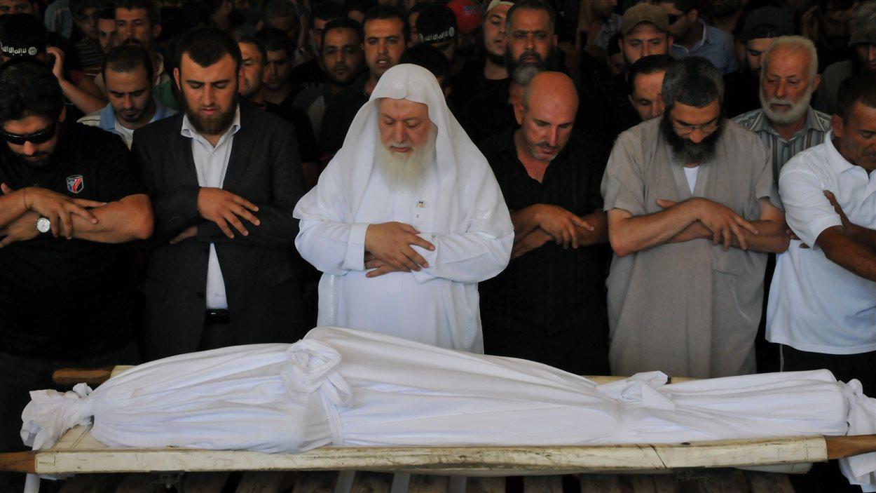 Le Liban enterre ses morts, au lendemain des attentats meurtriers de Tripoli.