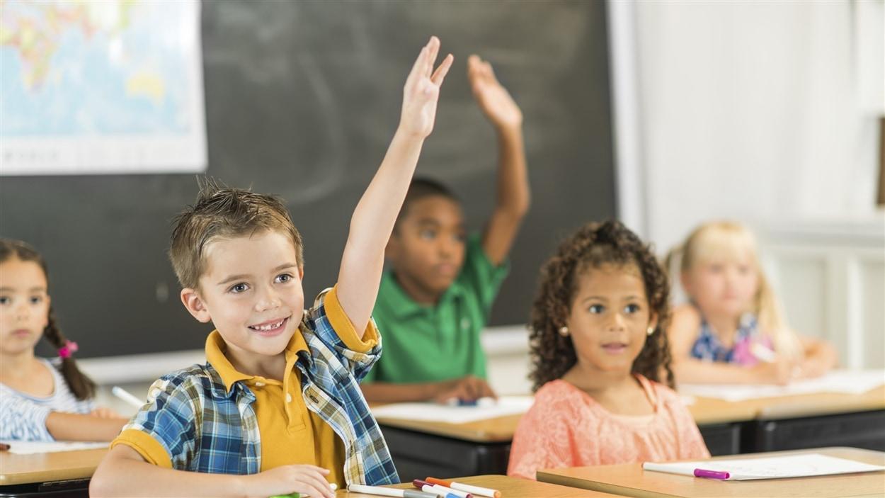 Des élèves dans une salle de classe.