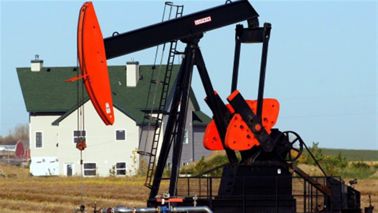 Équipement pétrolier près de Calgary.