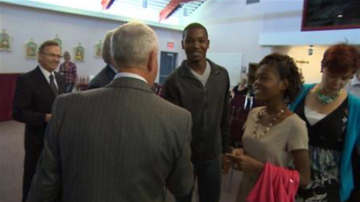 L'École Secondaire Collège Mathieu de Gravelbourg a accueilli  en septembre 2013 deux jeunes Haïtiens qui viennent terminer leurs études secondaires en Saskatchewan.