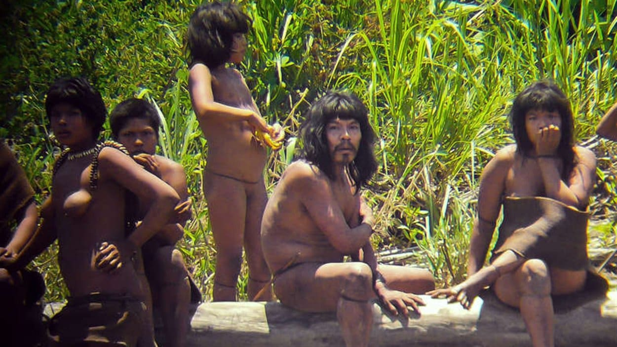 La tribu nomade des Mashco-Piro, fait partie des Indiens isolés du parc Manu au Pérou dans l'Amazonie.