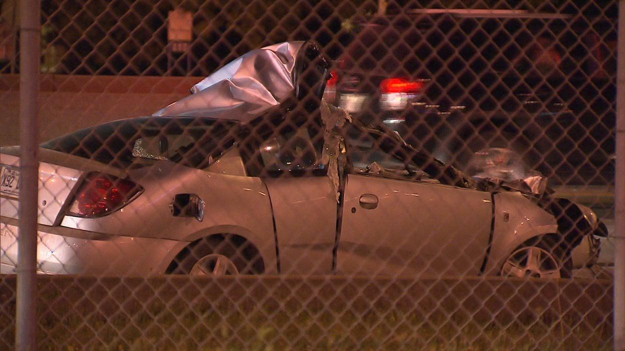 L'une des voitures impliquées dans l'accident.