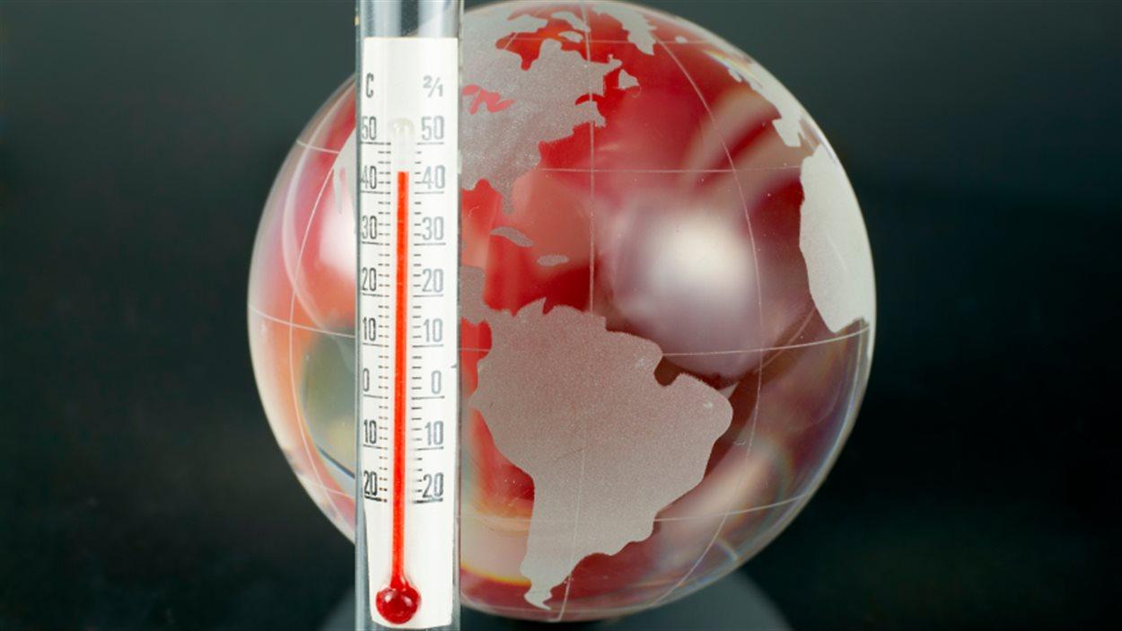 Illustration d'un globe terrestre et d'un thermomètre.