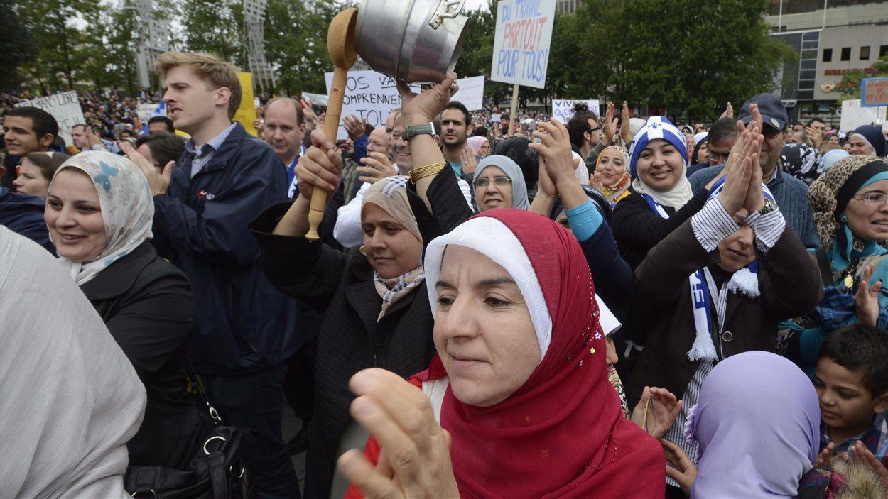 Manifestantes contre la charte des valeurs québécoises