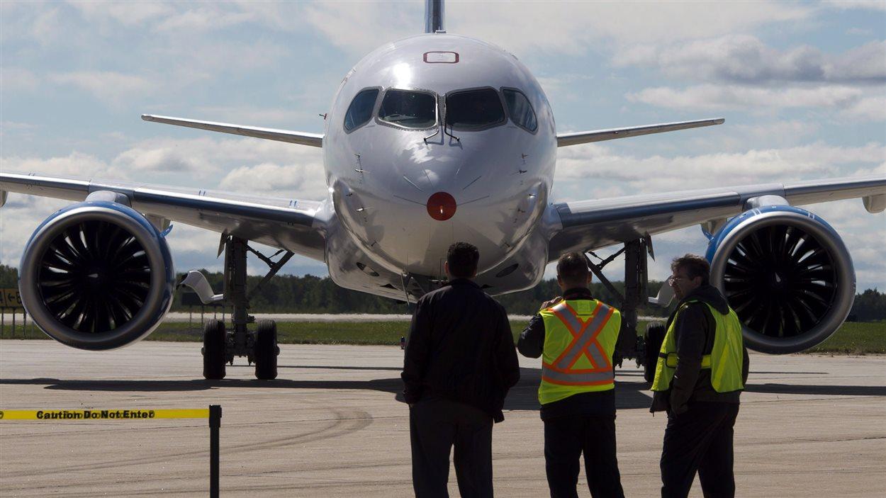 L'appareil à son retour à l'aéroport de Mirabel