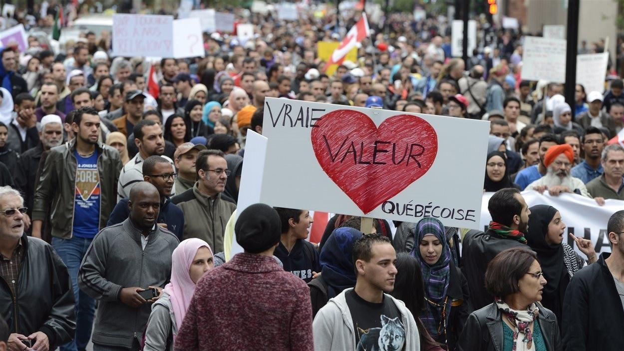 Manifestants contre la charte