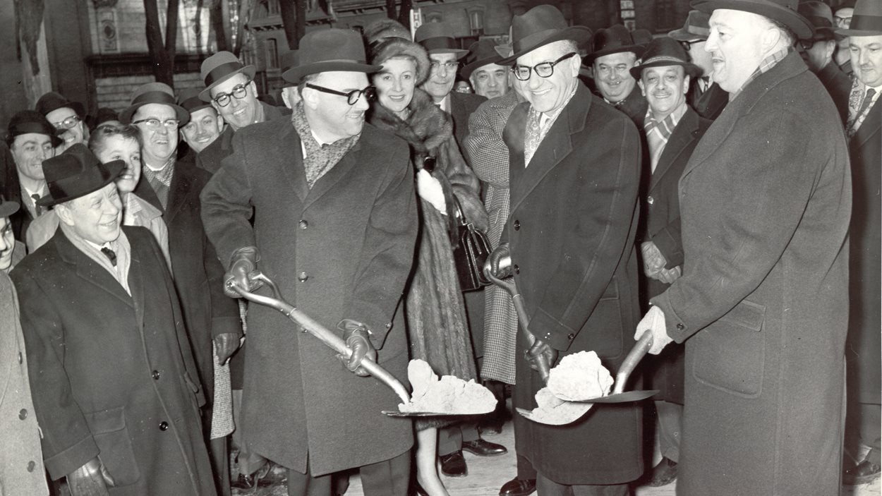 En février 1961, Jean Drapeau, Georges-Émile Lapalme et Louis A. Lapointe inaugurent la construction de la Grande Salle de la Place des Arts (l'actuelle salle Wilfrid-Pelletier).