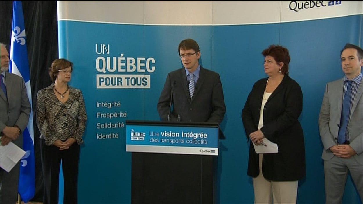 Le ministre Sylvain Gaudreault, lors de l'annonce du prolongement de la ligne bleue vers l'est