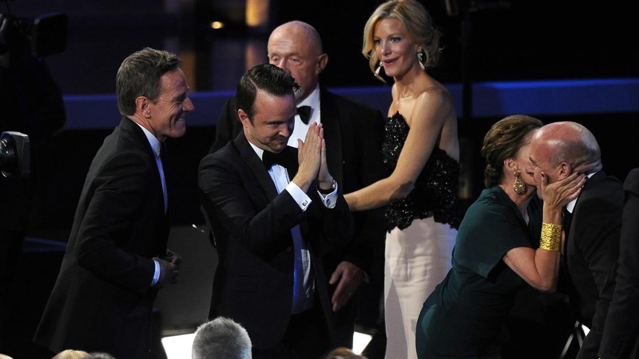 Bryan Cranston, Aaron Paul, Jonathan Banks, Anna Gunn et Dean Norris de «Breaking bad» vont chercher leur Emmy.