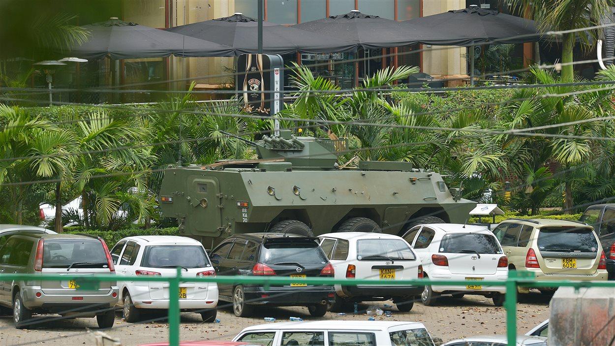 Les forces armées sont toujours à l'intérieur du centre commercial lundi, en train de combattre le commando islamiste.