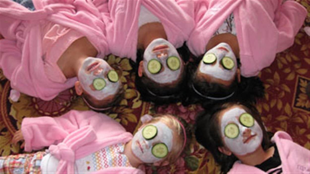 L'organisation National Canadian Girl Pageants organise des concours de beauté pour les enfants du Canada.