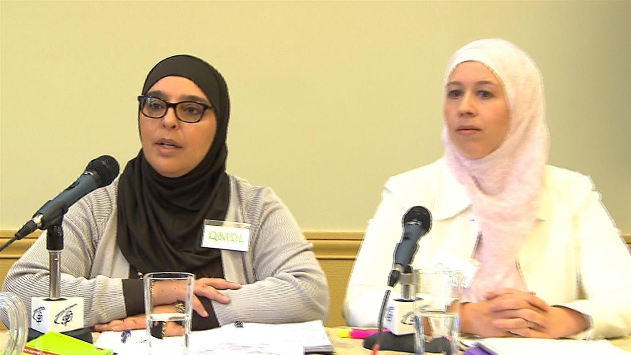 Deux porte-paroles de l'organisme Québécois musulmans pour les droits et libertés Samira Laouni et Geneviève Lepage.