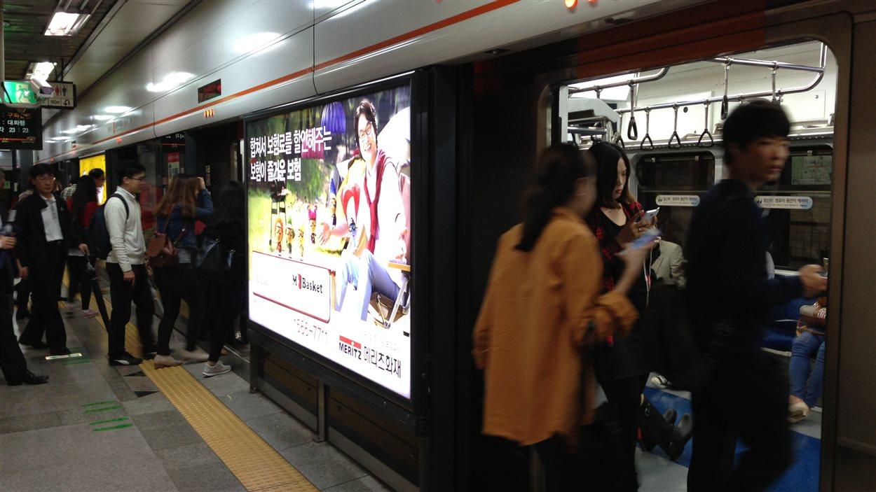 Pour se rendre du centre-ville où je loge au Seoul Arts Center, on met 40 minutes en métro. Prix du billet : $1,50.