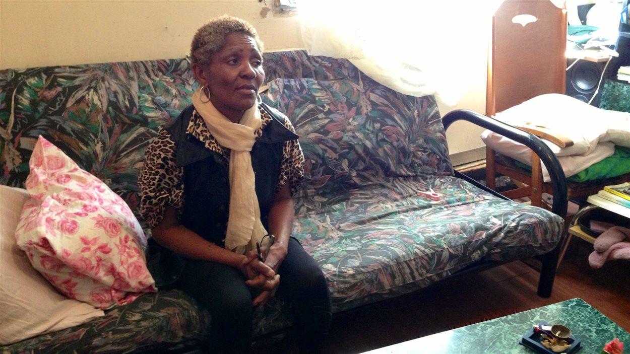 Mme Charleston, dans son logement de Côte-des-Neiges infesté de moisissures, coquerelles et souris
