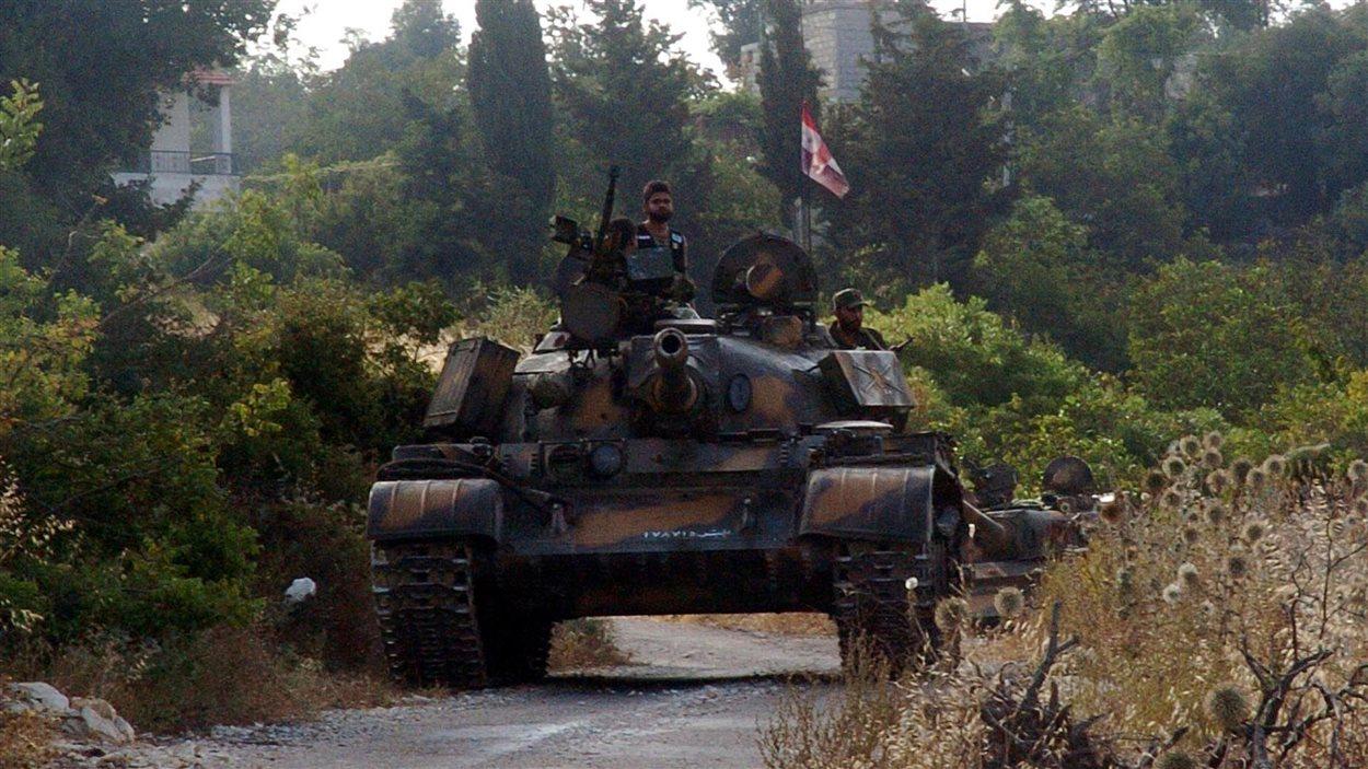 Un char de l'armée syrienne participe à la traque de combattants de l'opposition dans la province de Lattaquié, au début d'août 2013.