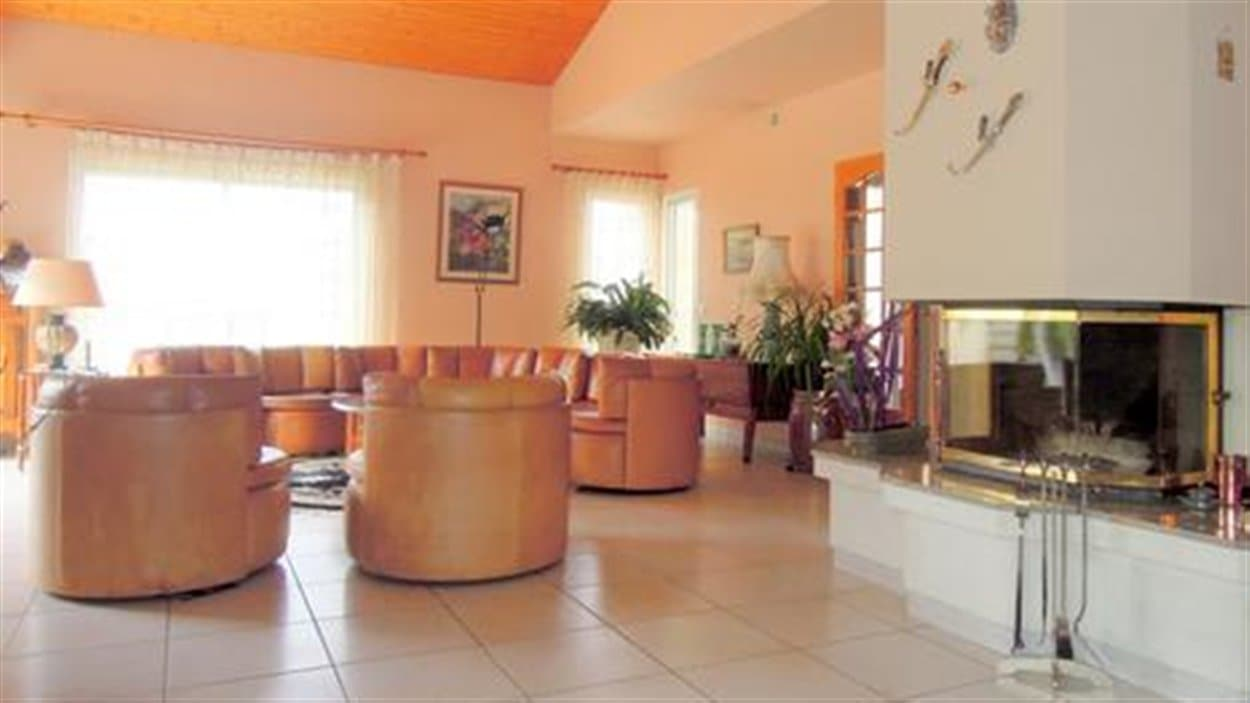 Les mêmes photos sont utilisées pour la location d'une résidence en Belgique.