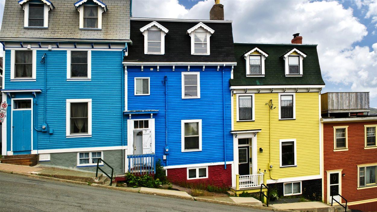 Les maisons colorées de la ville Saint-Jean à Terre-Neuve