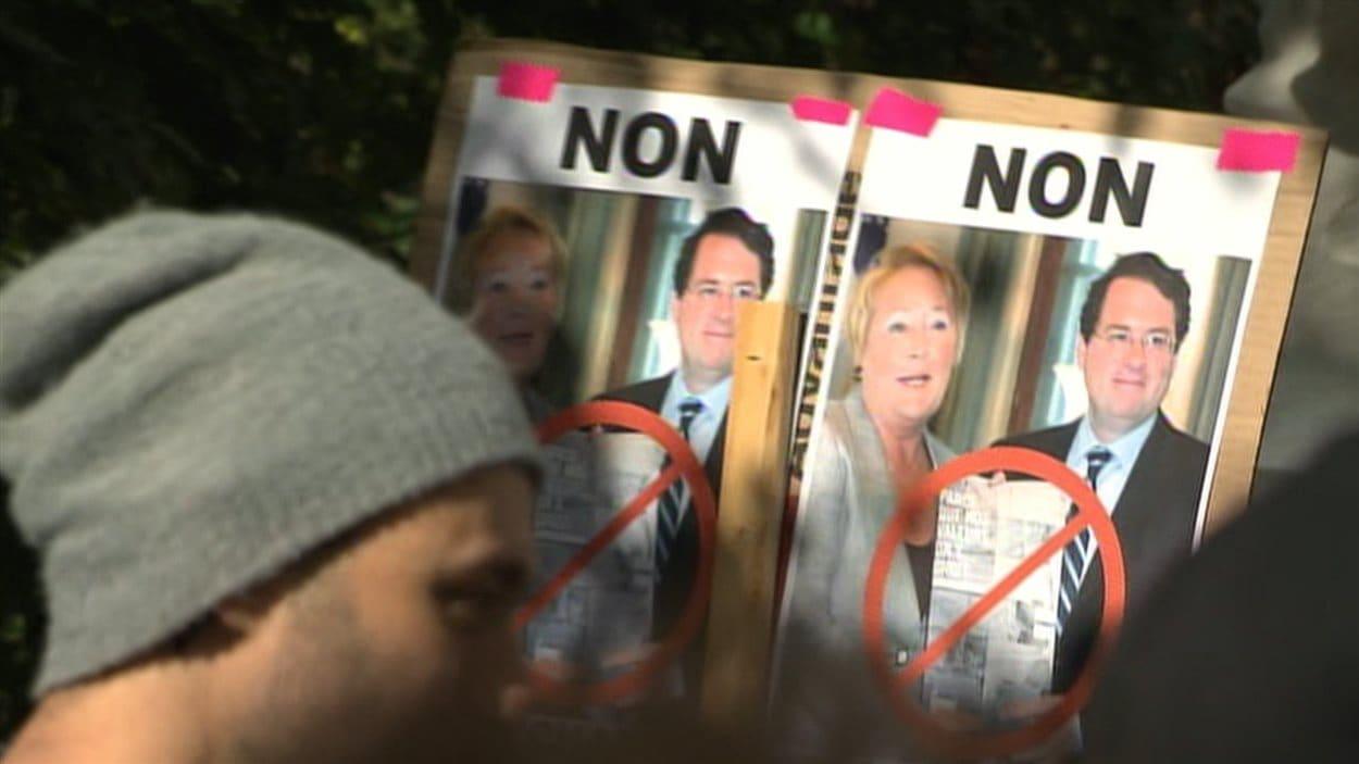 Une pancarte à la manifestation contre la charte des valeurs québécoises.