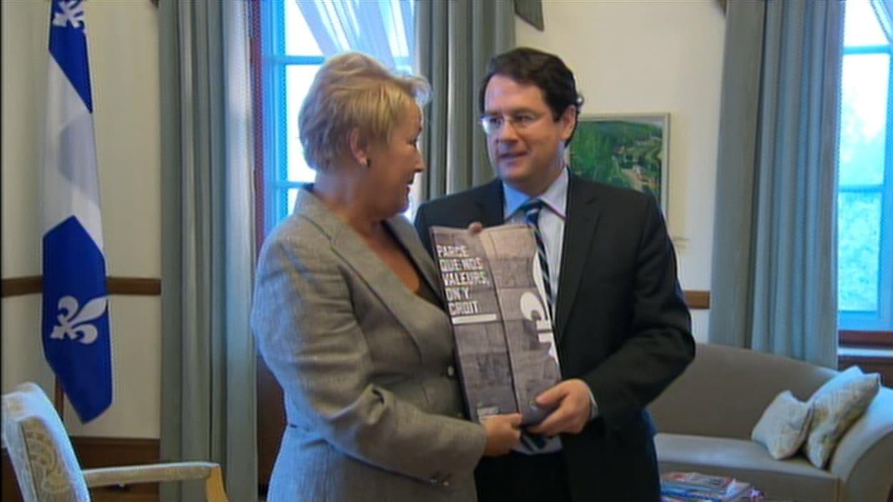 La première ministre Pauline Marois et son ministre responsable des Institutions démocratiques, Bernard Drainville