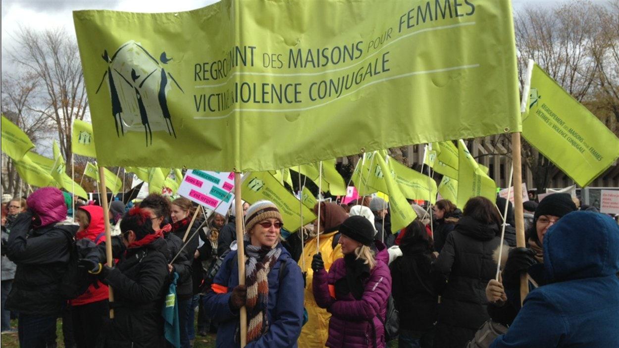 Le Regroupement des maisons pour femmes victimes de violence conjugale prend part à la manifestation.