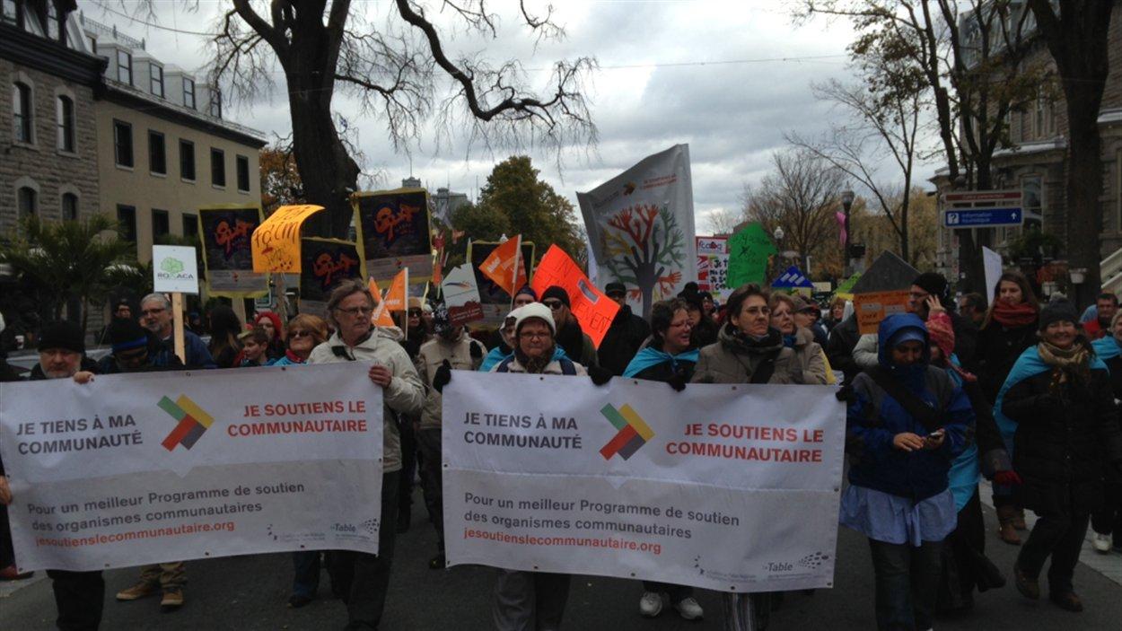 La manifestation se met en branle dans les rues du Vieux-Québec.