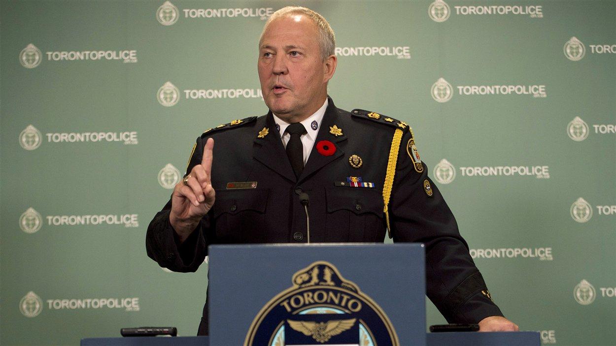 Le chef de police Bill Blair a lancé jeudi une véritable bombe politique aux médias, soit la découverte de la vidéo controversée du maire.