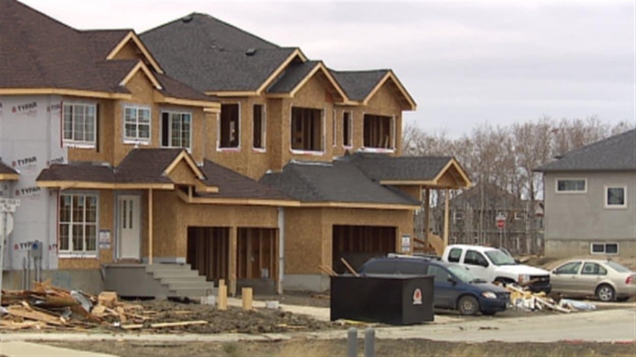 Le conseil municipal de Winnipeg étudie une proposition d'introduction d'un impôt sur les maisons neuves.