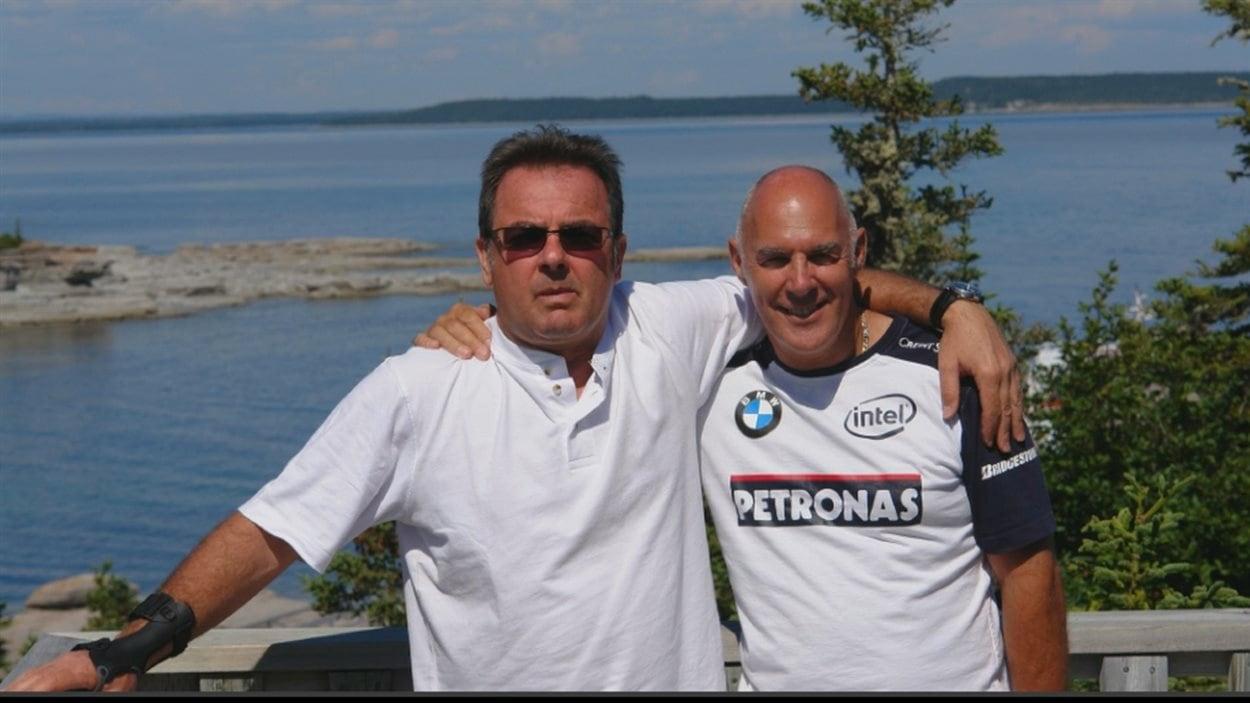 Raynald Desjardins et Jocelyn Dupuis en vacances à Havre-St-Pierre, après 2006