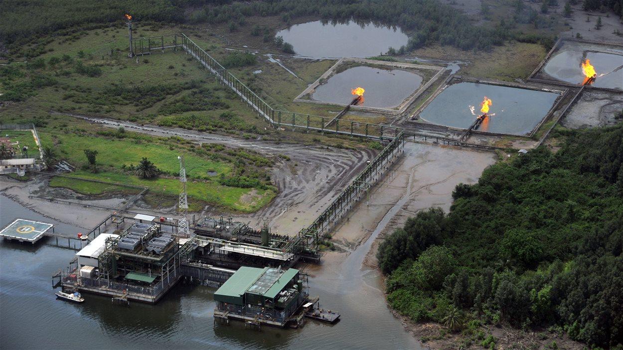 Une photo aérienne montrant une installation de Shell dans le Delta du Niger, où de nombreuses fuites ont eu lieu.