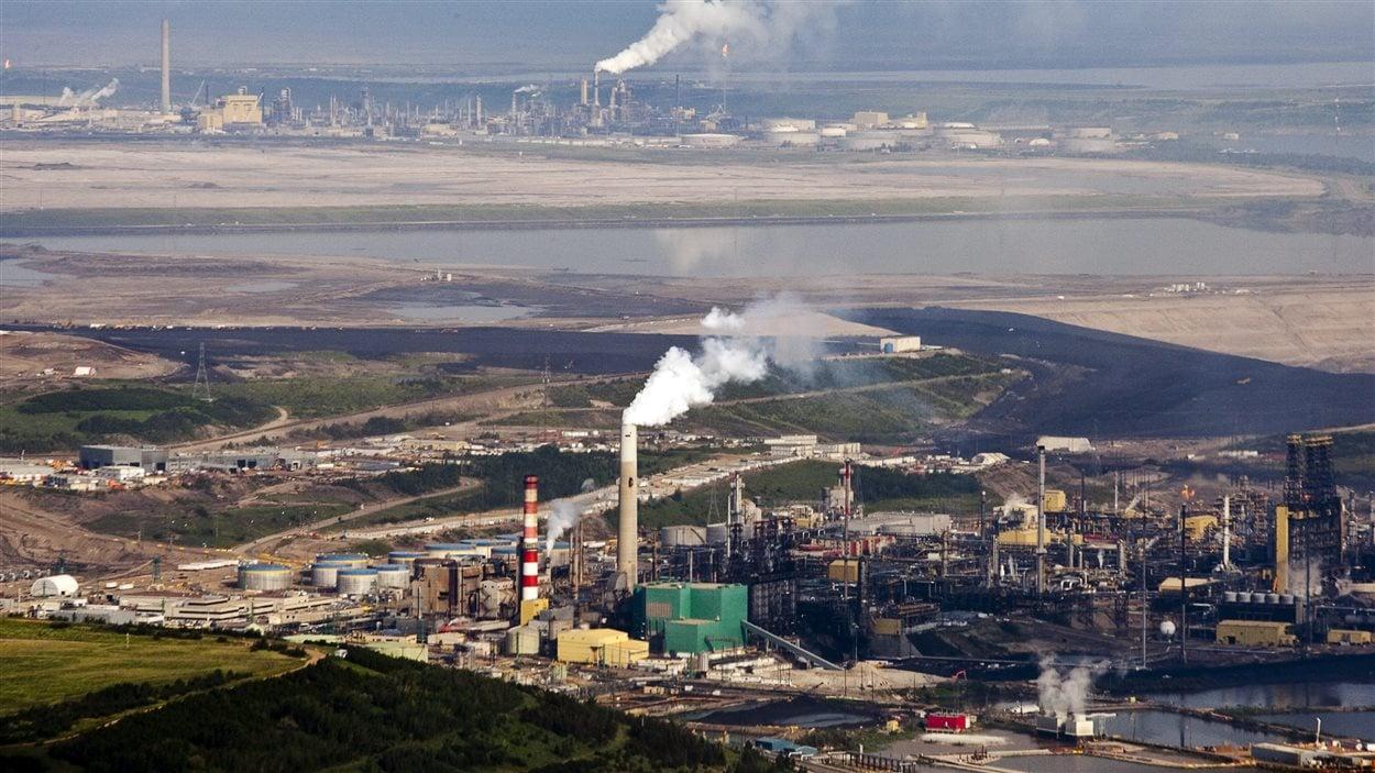 Site d'exploitation des sables bitumineux près de Fort McMurray, en Alberta.