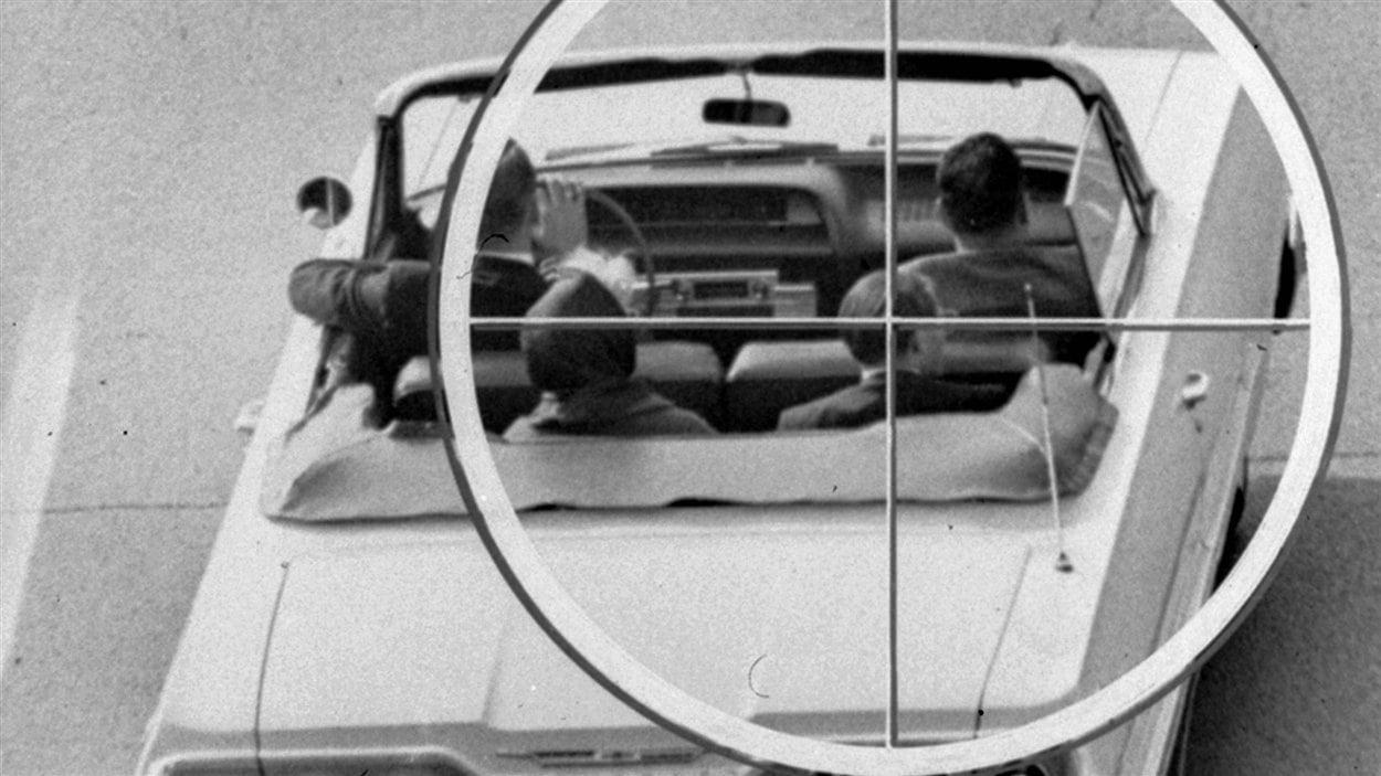 Reconstruction, par la commission Warren, de la vue qu'aurait eue l'assassin du président Kennedy, à travers une lunette téléscopique, à partir du 6e étage du Texas School Book Depository Building.