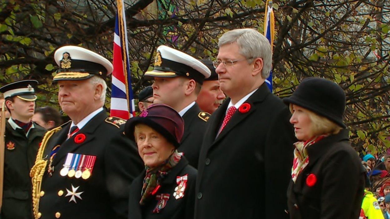 Le premier ministre du Canada, Stephen Harper et le gouverneur général du Canada, David Johnston.